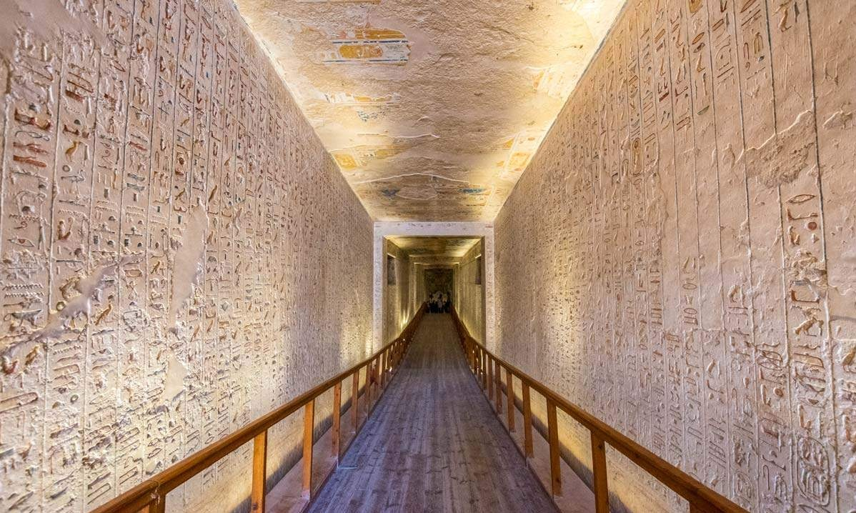 Know more about Valley of the Kings tombs, Valley of the Kings facts, what are the most famous tombs inside the Valley of the Kings, and more.