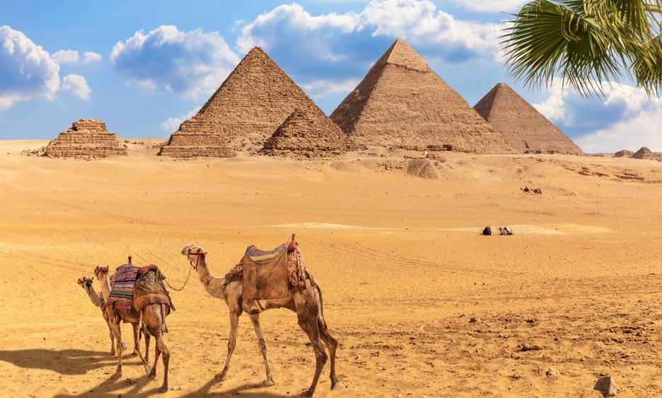Enjoy magical two days trip from El Gouna to Cairo by bus to explore ancient Egypt civilization in Giza Pyramids, Coptic, Islamic landmarks in Cairo.
