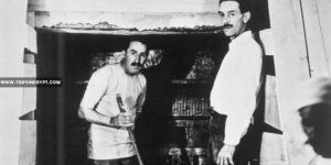 Howard Carter and a Colleague excavating in the tomb - Tutankhamun tomb discovery - Trips in Egypt