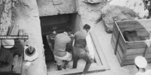 Men hold crates which brought out of the newly-discovered tomb of Tut - Tutankhamun tomb discovery - Trips in Egypt