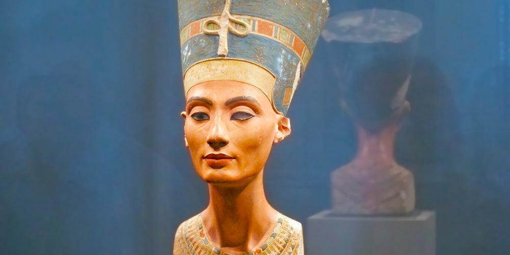Queen Nefertiti Bust - Trips in Egypt