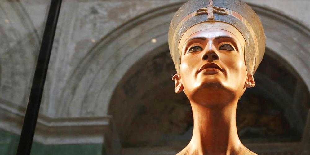 Queen Nefertiti Facts - Trips in Egypt