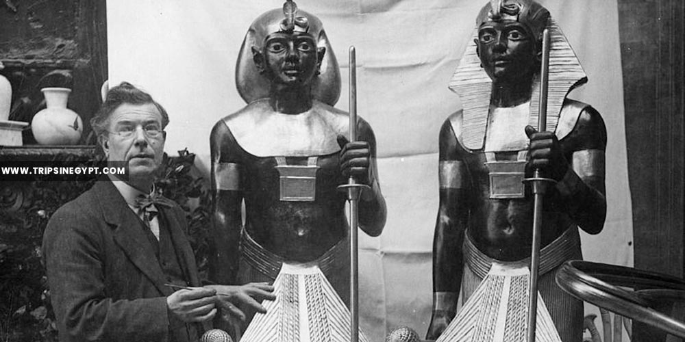 Sculptor Mr. Aumonier with his models of the guardians of Tutankhamun's tomb - Tutankhamun tomb discovery - Trips in Egypt