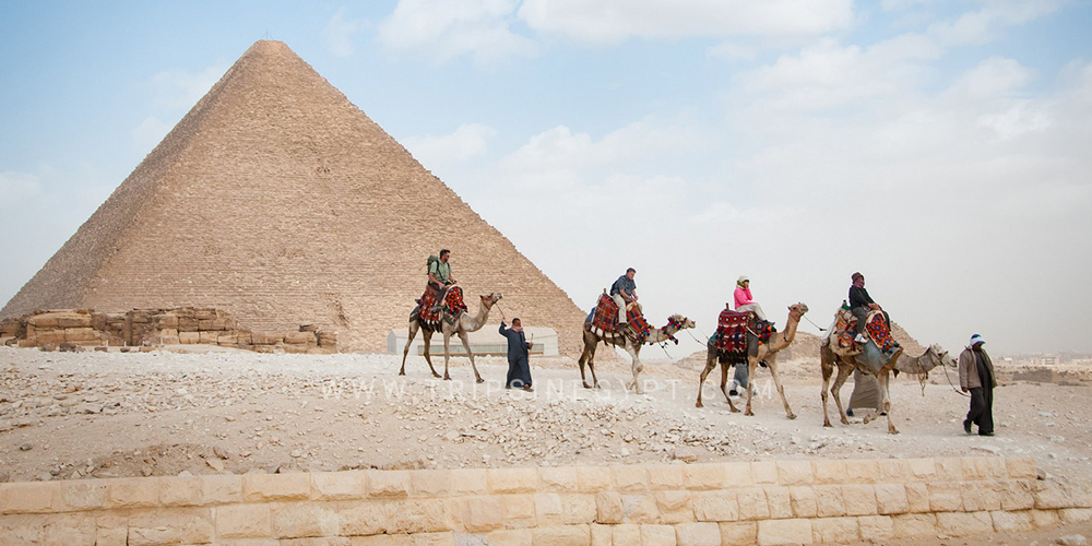 Riding Camels at Giza Pyramids - 25 Things to Do in Cairo - Trips in Egypt
