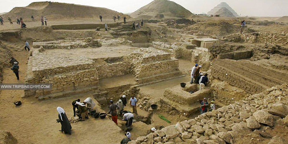 Pyramid of Queen Shesheshet - Trips in Egypt